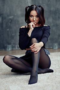 Картинка Evgeniy Bulatov Поза Сидит Ног Колготки Очки Смотрят Lidiya Sagadeeva Девушки