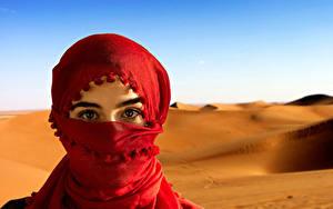 Фотографии Глаза Взгляд Песке Хиджабе платок молодые женщины