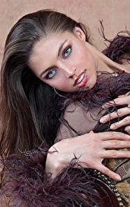 Фотографии FERGIE A Valentina Kolesnikova Шатенка Взгляд Волосы Руки Красивый девушка