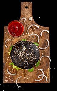 Обои для рабочего стола Фастфуд Гамбургер Черный фон Разделочная доска Кетчуп Зерно Черная Пища