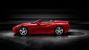 Обои для рабочего стола Феррари Родстер Красные Металлик Сбоку California машины