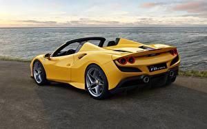 Картинки Ferrari Вид сзади Родстер Желтый Spider F8 Автомобили