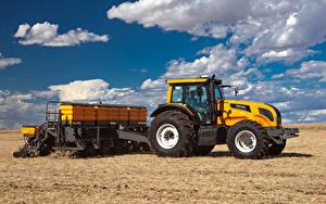 Картинка Поля Сельскохозяйственная техника Облачно Трактора Valtra BH