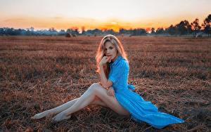 Фотографии Поля Ноги Сидит Блондинка Платья Фотомодель Поза Kirill Kuzichev девушка