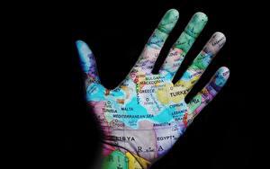 Обои Пальцы География Вблизи Креатив На черном фоне Руки Туризм
