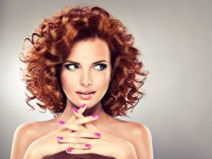 Картинки Пальцы Модель Шатенка Прически Косметика на лице Рука Маникюра Красивая Рыжая девушка
