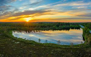 Обои для рабочего стола Финляндия Лес Озеро Дороги Вечер Рассвет и закат Небо Солнце Kuusamo Природа