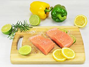 Обои Рыба Лимоны Перец Лайм Лососи Разделочной доске Соли