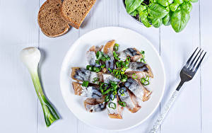 Картинка Рыба Зелёный лук Овощи Хлеб Тарелка Вилка столовая Еда