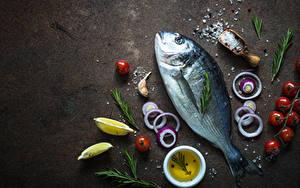 Обои Рыба Помидоры Лук репчатый Лимоны Соль