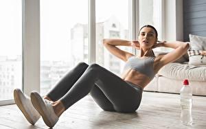 Картинки Фитнес Тренируется Ног ABS спортивные Девушки