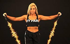 Фотографии Фитнес Черный фон Физическое упражнение Блондинки Спорт Девушки