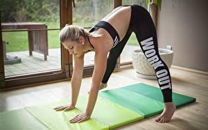 Фото Фитнес Блондинки Униформа Физическое упражнение спортивная Девушки