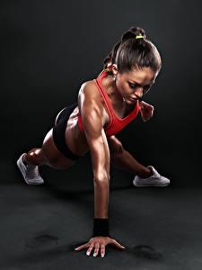 Фотографии Фитнес Шатенка Физические упражнения Девушки Спорт