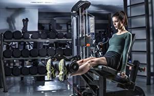 Картинки Фитнес Спортзал Ноги Тренируется спортивный Девушки