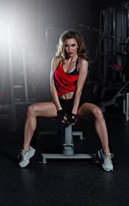 Картинка Фитнес Тренировка Шатенка Взгляд Красивые Ноги Девушки Спорт