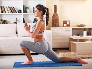 Картинка Фитнес Ноги Растяжка упражнение Красивые elongation Спорт Девушки