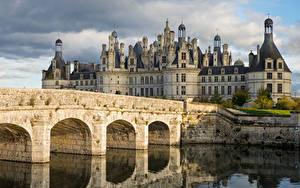 Картинки Франция Замок Мост Реки Башня Loire Valley, Château de Chambord город