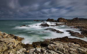 Фотографии Франция Берег Камень Облака Bretagne Природа
