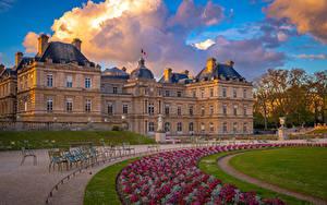 Обои Франция Дома Париж Газоне Дворец Облачно Luxembourg Palace and Gardens