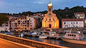 Картинки Франция Здания Причалы Катера Вечер Port-Vendres