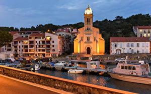 Картинки Франция Здания Причалы Катера Вечер Port-Vendres город