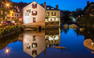 Картинки Франция Дома Река Вечер Уличные фонари Pont Aven Города