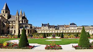 Обои для рабочего стола Франция Монастырь Здания Ландшафтный дизайн Газон Abbaye aux Hommes Caen город