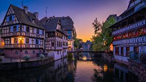Фото Франция Страсбург Вечер Дома Мосты Водный канал
