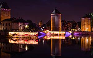 Фотография Франция Страсбург Здания Речка Мост Ночные Уличные фонари
