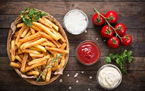 Обои для рабочего стола Картофель фри Томаты Миска Разделочной доске Кетчуп Пища
