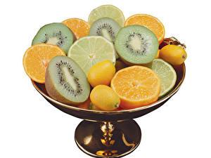 Обои для рабочего стола Фрукты Киви Апельсин Лимоны Белый фон Продукты питания