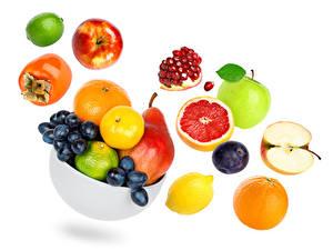 Обои Фрукты Хурма Яблоки Гранат Виноград Груши Сливы Апельсин Грейпфрут Белом фоне Пища