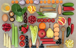 Фото Фрукты Овощи Яблоки Груши Томаты Клубника Грибы Перец Серый фон Яйца Пища