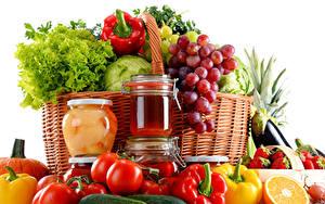 Фотографии Фрукты Овощи Виноград Томаты Перец Корзина Банка Пища