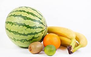 Картинки Фрукты Арбузы Бананы Киви Апельсин Лайм Белым фоном Еда