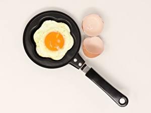 Фото Сковорода Яйца Яичница Завтрак Продукты питания