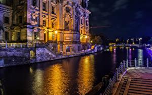 Фотографии Германия Берлин Речка Храмы Ночные Уличные фонари Berlin Cathedral город