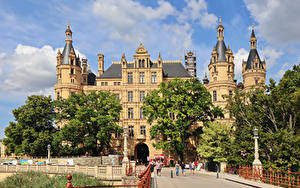 Картинка Германия Замок Ограда Дерево Уличные фонари Schwerin Castle Города