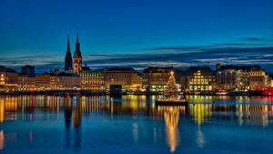 Картинки Германия Гамбург Здания Ночные Новогодняя ёлка Christmas город
