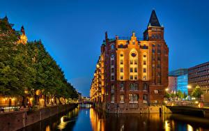 Фотографии Германия Гамбург Дома Дерева Набережная Speicherstadt Города