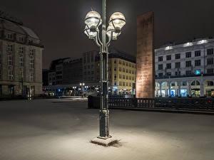 Картинки Германия Гамбург Здания Зимние Ночь Уличные фонари Снегу Города