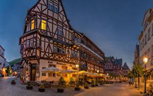 Фотографии Германия Здания Бахарах Улица Ночь Уличные фонари Зонтик Города