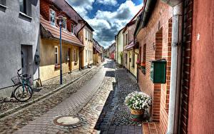 Картинка Германия Дома Ромашки HDRI Улице Велосипед Уличные фонари Barth Города