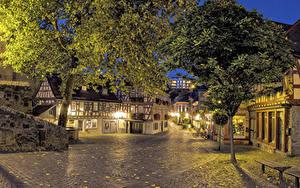 Фото Германия Здания Вечер Улиц Дерево Уличные фонари Idstein Hesse Города