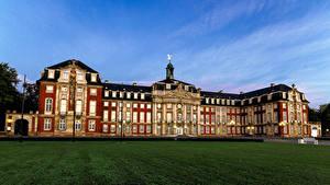 Обои Германия Здания Вечер Дворец Газон Уличные фонари Muenster Города