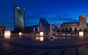 Обои Германия Здания Фонтаны Вечер Городской площади Уличные фонари Leipzig