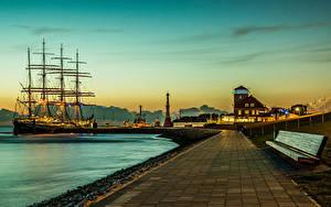 Картинки Германия Здания Пирсы Корабли Парусные Маяки Рассветы и закаты Скамья Bremerhaven Города