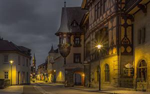 Обои для рабочего стола Германия Здания Улица Ночью Уличные фонари Meiningen Города