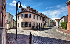 Фотографии Германия Дома Дороги Улица Уличные фонари Barth город